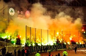 Драки, слезоточивый газ, дымовые шашки. Матч между «Панатинаикосом» и«Олимпиакосом» небыл доигран