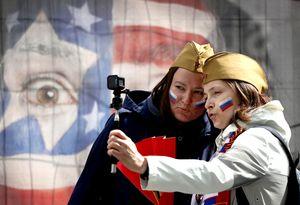 «Аквамен» Овечкин, военное селфи нафоне флагаСША. Фото сматча ЧМРоссия— Австрия