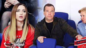Премьер Медведев снова отдыхал, Бузова изучала соперника «Авангарда». Фото матча ЦСКА — СКА