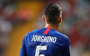 Полузащитник «Челси» Жоржиньо вышел наматч заСуперкубок УЕФА вбракованной футболке