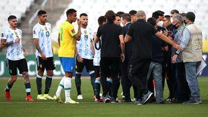 Скандал на матче Бразилия— Аргентина: полицейские выбежали на поле, чтобы депортировать четырех футболистов