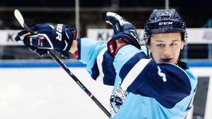 Худший клуб КХЛ победил впервые за месяц. «Сибири» помог 19-летний форвард четвертого звена