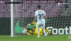 «Это просто необъяснимо!» Соперник «Барселоны» забил комичный гол в свои ворота