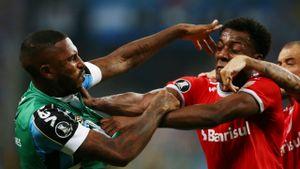 Матч «Гремио» — «Интернасьональ» завершился дракой футболистов, судья показал 8 красных карточек