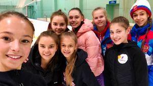 Загитова, Щербакова и Косторная сфотографировались с сестрами Авериными и другими гимнастками в Новогорске