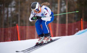 Российская фристайлистка Мельчакова стала чемпионкой мира в ски-кроссе среди юниоров, у Рябовой — бронза