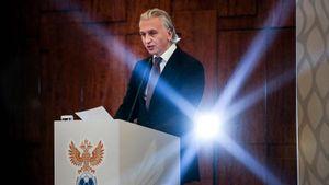 Занял 191-е место всписке Forbes, обещал выучить итальянский. Самое важное оновом президенте РФС
