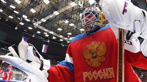 Бобровский поставил под удар свою карьеру, приняв приглашение сборной. Поражения России ему не простят
