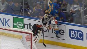 Чемпион НХЛ жестко врезался вамериканского вратаря. Сункдвиста чуть нелинчевали, ноонневиноват