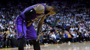 Леброн травмировался, но «Лейкерс» все равно убрали «Голден Стэйт». Рождественские матчи НБА удались