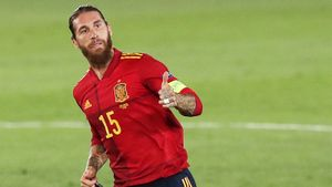 Луис Энрике перезагружает сборную Испании, но король — все равно 34-летний Рамос. Вынес в одиночку Украину