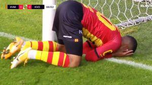 Упал перед пустыми воротами, не забив с 1 метра. Курьезный промах в Бельгии — игрок очень неудачно наступил на мяч