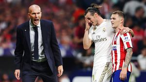 Симеоне нервировал судью, Рамос переиграл Фелиша, Бэйл братался с«Атлетико». Топ-фото дерби Мадрида