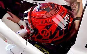Мазепин добавил георгиевскую ленту на шлем в день гонки 9 мая