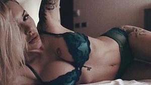 «Жгучая красотка». Жена украинского футболиста выложила соблазнительное фото в нижнем белье