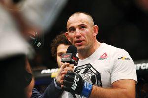43-летний боец UFC Олейник показал фото, на котором ему 19 лет