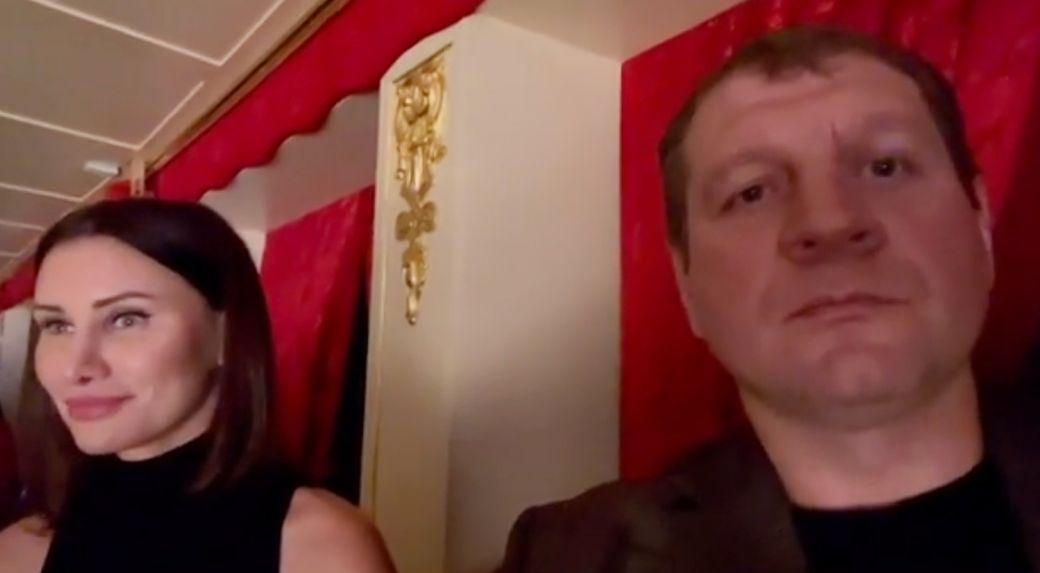 Александр Емельяненко вместе со своей возлюбленной побывал на балете Ночь фараона в Большом театре: видео