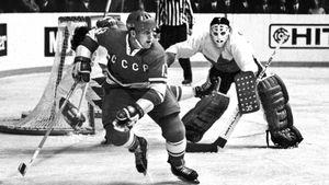 Великий гол советского хоккеиста Михайлова на Суперсерии-72. Он добил Канаду и отказался переезжать в НХЛ