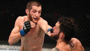 Хабиб поздравил Уланбекова с первой победой в UFC: «Очень рад за тебя. Мой отец был бы доволен тобой»