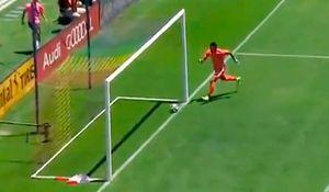 Нелепый автогол в МЛС: аргентинский вратарь очень неудачно принял мяч после передачи защитника