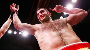 Гассиев за 107 секунд нокаутировал «албанского Тайсона» в своем дебютном бою в супертяжелом весе