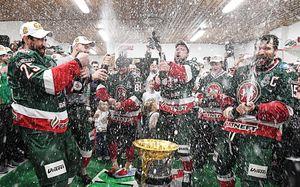 Как «АкБарс» праздновал чемпионство: речь Билялетдинова, море шампанского, безумие наулицах Казани