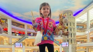 4-летняя дочь Волосожар и Транькова впервые приняла участие в соревнованиях по фигурному катанию и победила: видео