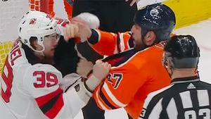 Драка года в НХЛ. Два великана-тяжеловеса долго метелили друг друга и сорвали овацию