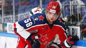 Кто такой Дмитрий Саморуков — автор 1-го гола сезона в КХЛ. Его отец побеждал «МЮ», жена — сестра игрока «Трактора»