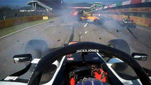 2 аварии за 15 минут с 7 разбитыми машинами, Квят финишировал 7-м. До финиша в Италии доехали лишь 12 болидов
