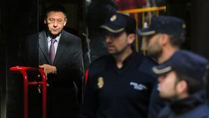 Новый скандал в «Барселоне»: арестован экс-президент Бартомеу, в офисе обыск. Все из-за атаки на игроков в соцсетях