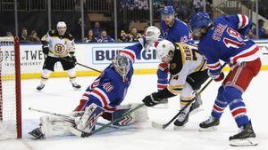 Георгиев почти остановил лидера НХЛ, нодопустил нелепую ошибку. Онбольше несыграет за«Нью-Йорк»?