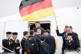 Самолет сборной Германии совершил аварийную посадку в Эдинбурге по пути из Исландии