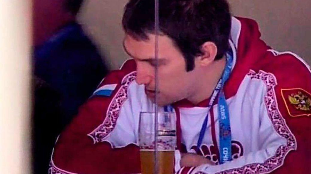 Громкий скандал на Олимпиаде. После позорного вылета сборной России Овечкина застукали с пивом на финальном матче