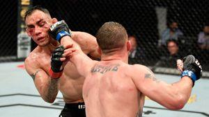 «Я рад, что Хабиб застрял в России». Как отреагировали на поражение главного соперника Нурмагомедова в UFC