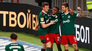 «Локомотив» в дерби обыграл «Спартак» и позволил «Зениту» оторваться на семь очков. Как это было