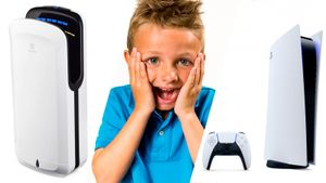Дизайн PlayStation 5 сравнили с вентилятором, сушилкой для рук и незакрытым чемоданом