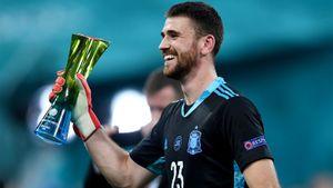 Нелепо ошибся с Хорватией, а теперь затащил Испанию в полуфинал. Кто такой вратарь Симон и в чем он круче Де Хеа