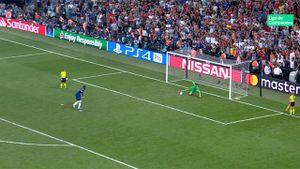«Решающий пенальти вматче заСуперкубок УЕФА следовало перебить». Женщин-судей заподозрили вошибке