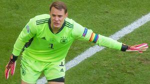 Источник: УЕФА начал расследование из-за радужной капитанской повязки Нойера