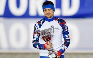 Он должен был выиграть золото Олимпиады, но его не пустил МОК. Конькобежец Юсков — лучший в Кубке мира