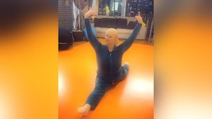 «Девочка просто, олимпийская чемпионка!» Навка показала, как ее64-летняя мать выполнила шпагат вовремя тренировки