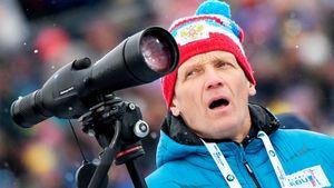 Президент Союза биатлонистов России ниразу непопал помишеням, стреляя издетской винтовки