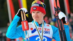 Большунов выиграл первую гонку всезоне наКубке мира. Онсделал банду норвежцев, включая Клэбо