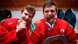 «Пусть выбросят эту бронзу!» Экс-футболист сборной России разнес российских хоккеистов замедаль ЧМ