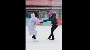 «Ужасно понравилось!» Как Медведева стала тренером Монеточки пофигурному катанию: видео