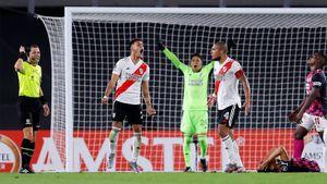 «Ривер Плейт» выиграл матч Кубка Либертадорес с полевым игроком в воротах