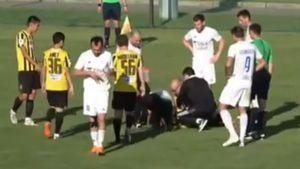 В Казахстане футболист потерял сознание во время матча: видео