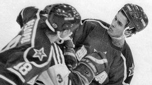 Легендарная драка советского хоккеиста Могильного. Он с одного удара сломал челюсть хулигану перед побегом в США