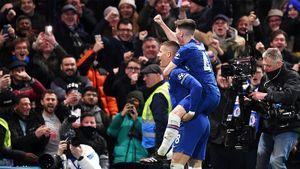Игрок «Челси» Баркли забил «Ливерпулю», пробежав смячом сосвоей половины поля дочужой штрафной